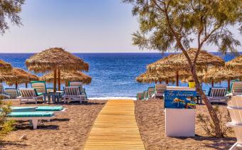 На плаж в слънчева Гърция - пясъчни дюни - кристална вода - ледено узо
